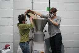 Holly & Lena milling green pea flour