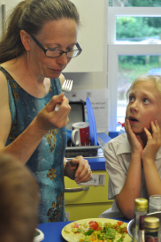 Anna of Kando Journal and Kitchen working with local children at St John's school to learn about the 5 tastes and experiment with Grown In Totnes ingredients.